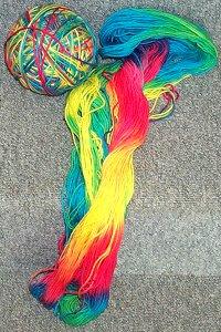 Regenbogen-Strangwolle