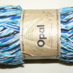 blau-gestreifte Sockenwolle
